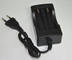 Dvoukanálová nabíječka pro baterie 18650